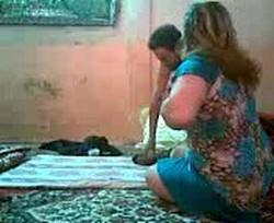 يروحلها شقتها وجوزها ف الشغل ولابسه قميص نوم نار تتناك حصرى