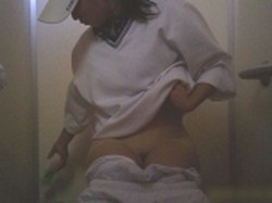 投稿作品 球技大会真っ最中のトイレを盗撮! やっぱりjk最高!!正面からばっちり捕らえてます‼ File01
