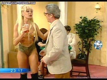 Yanina Zilly muscle legs blonde