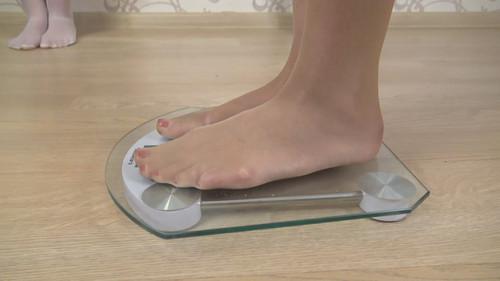 Linda & Jasmine & Anna - triple stockings trampling (with weighing) Full HD