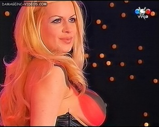Paula Volpe sideboob view nipple poke