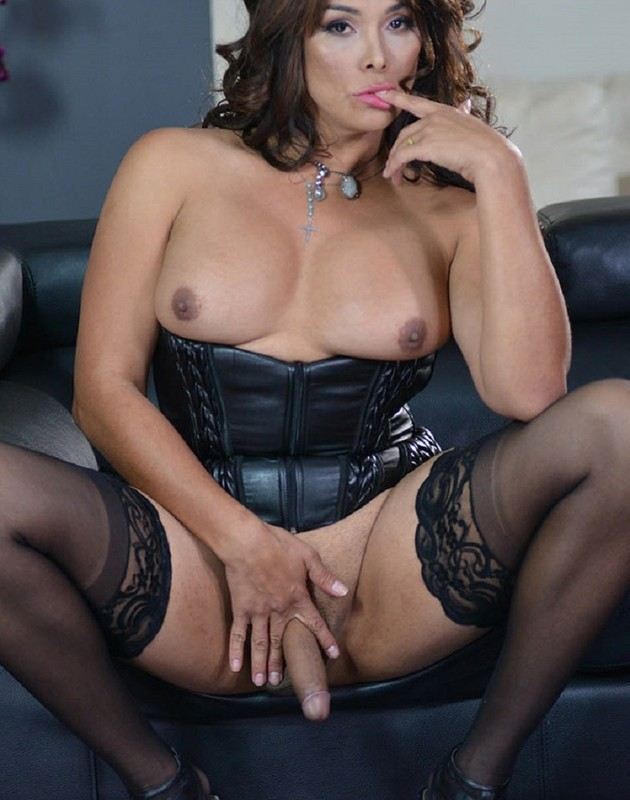 Vaniity – Sexy Black Corset (1 January 2018)