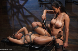 ES-18992 - Sep 14, 2012 - Isis Love and Leilani Leeane | 182 | 1200x800 | 54,5 MB