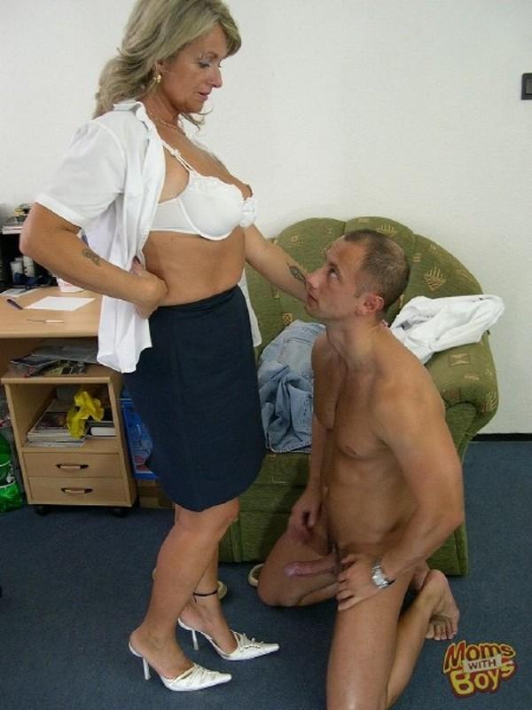 Fuck Female Boss Amateur