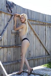 Kira W - Stunning  w6s1fbe5n0.jpg