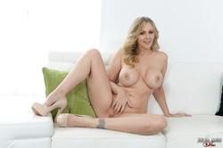 Julia-Ann-Feeling-Horny--p6s1ut77pd.jpg