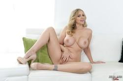 Julia Ann - Feeling Horny 76s1ut6kky.jpg