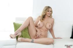 Julia Ann - Feeling Horny 56r7d0fwhb.jpg