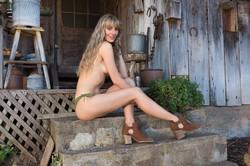 Jennifer-Love-in-Woodland-Hideaway--06uaw0ihpt.jpg