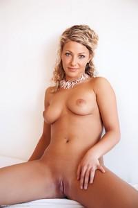 Christina - Revelare -n6r9hi5df7.jpg