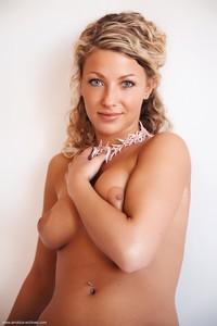 Christina - Revelare -k6r9hi6x01.jpg