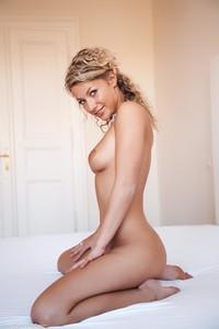 Christina - Revelare -m6r9h092u4.jpg