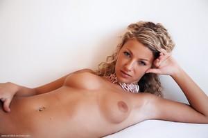 Christina - Revelare -d6r9hirlpx.jpg