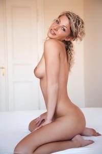 Christina - Revelare -n6r9h0jm20.jpg