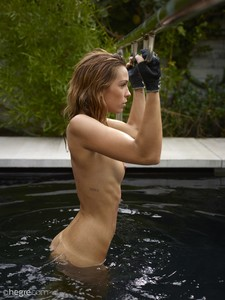 Amber-Water-Workout--x6spwnce27.jpg