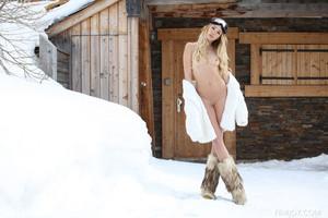 Amber-A.-A-Hot-Winter-Day--l6sqp1o1jp.jpg
