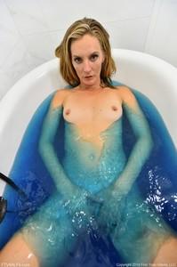 Mona - Deep Blue  06rkjududx.jpg