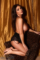Lucy-Pinder-Relaxing-In-London--w6thlv72qc.jpg