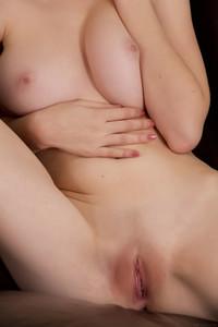 Emily-Bloom-%E2%80%93-Denola--m6tdisirqv.jpg