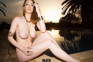 Alice Brookes Nackt