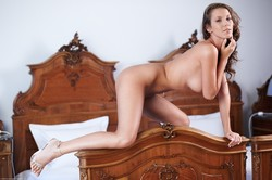 Lizzie Ryan - Bed Show r6rnxeeisd.jpg