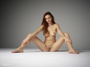 Alisa full figure nudes  76rophwal7.jpg
