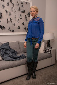 Cynthia-Bee-Cynthia-Bee-On-The-Couch--a6vtmj871i.jpg